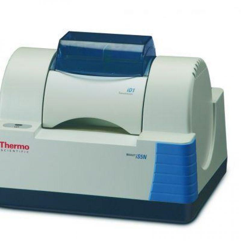 FT-IR spektrometr Nicolet iS5